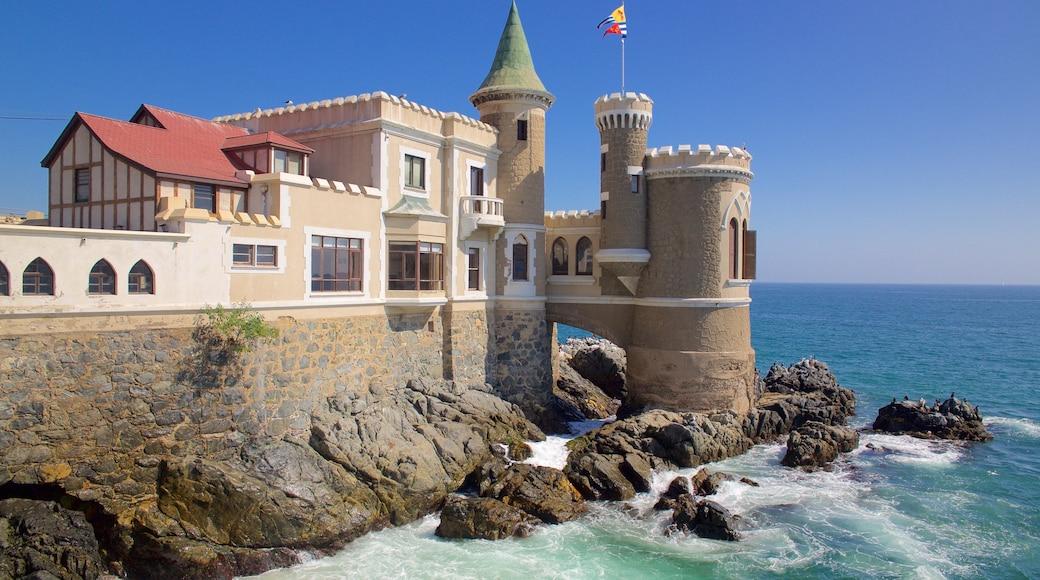 Castelo Wulff caracterizando um castelo, elementos de patrimônio e paisagens litorâneas