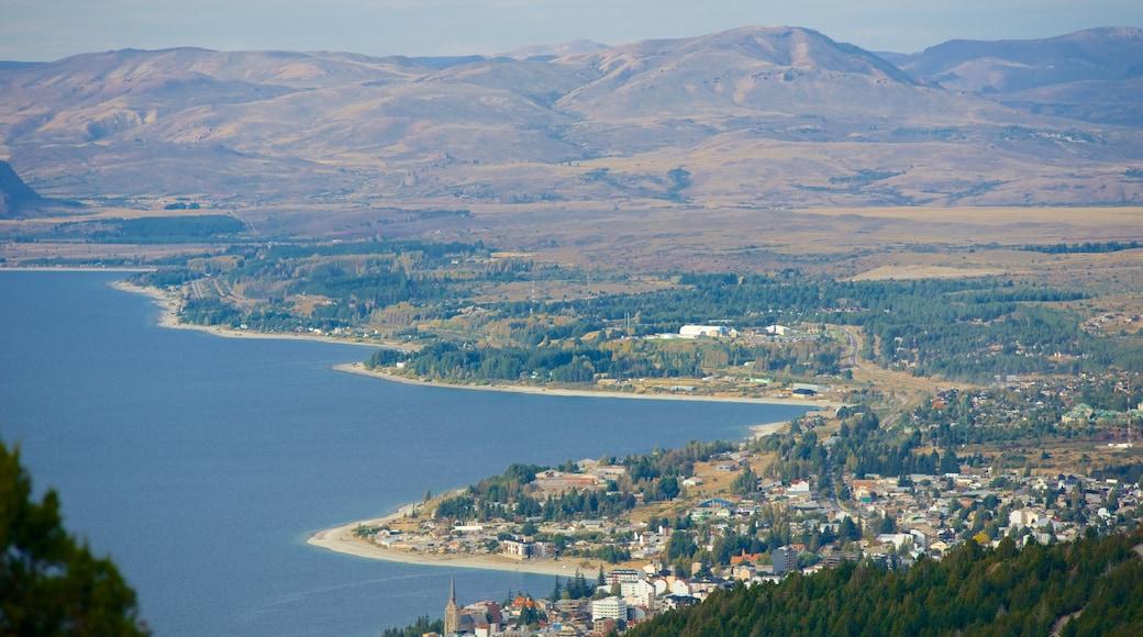 Comahue mostrando vistas de una costa, situaciones tranquilas y una localidad costera