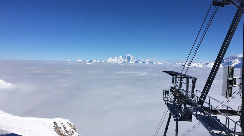Meribel Ski Resort which includes mist or fog and snow