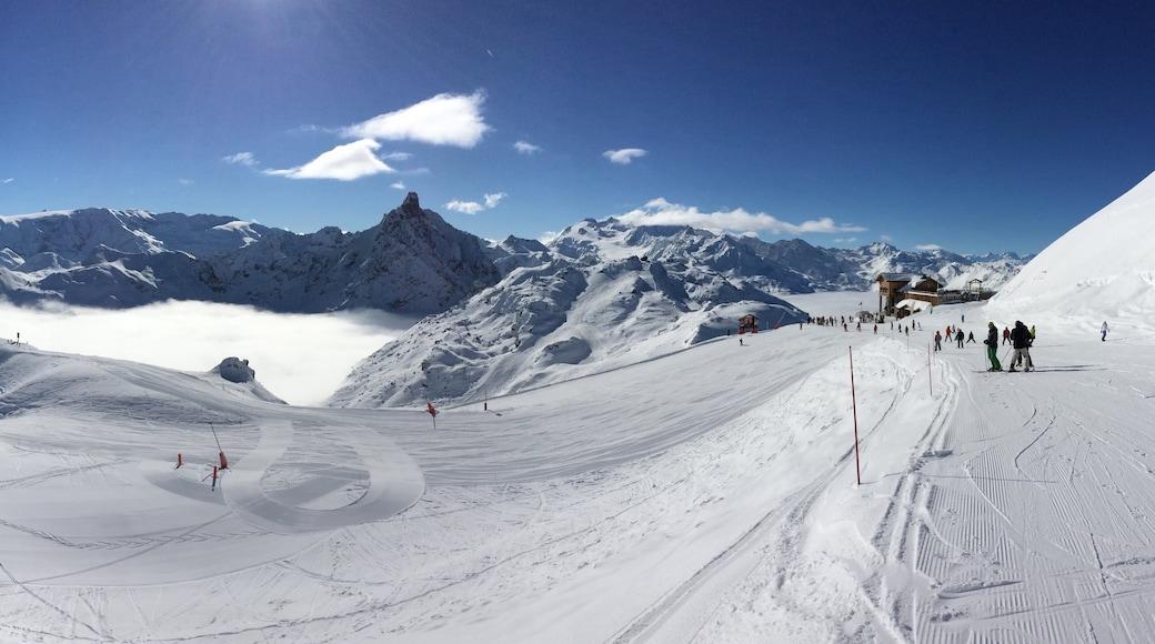 Station de ski de Méribel mettant en vedette ski, neige et montagnes