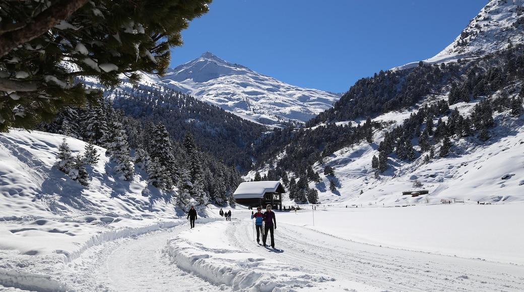 Station de ski de Méribel mettant en vedette ski et neige