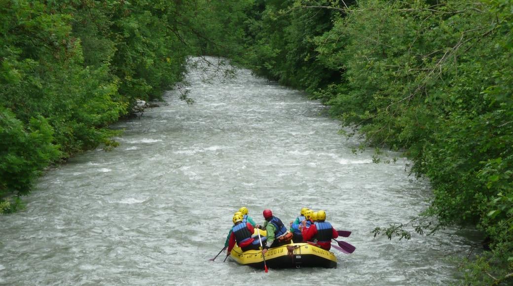 Gstaad qui includes rivière ou ruisseau et kayak ou canoë