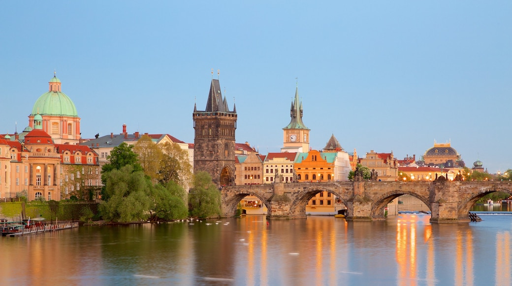 Charles Bridge which includes heritage elements, a bridge and a city