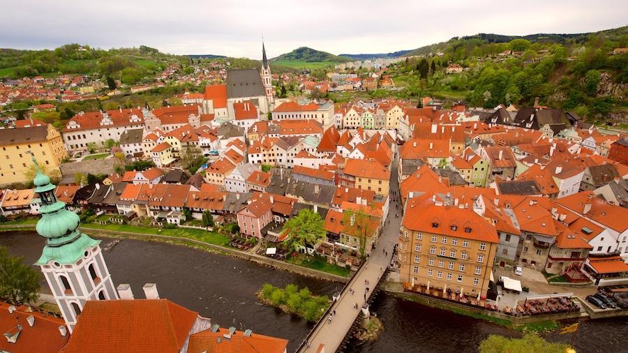 Cesky Krumlov presenterar en å eller flod och en stad