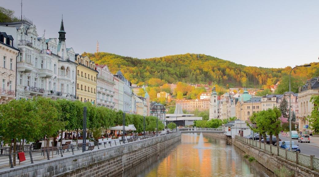 Karlovy Vary welches beinhaltet Fluss oder Bach und Stadt