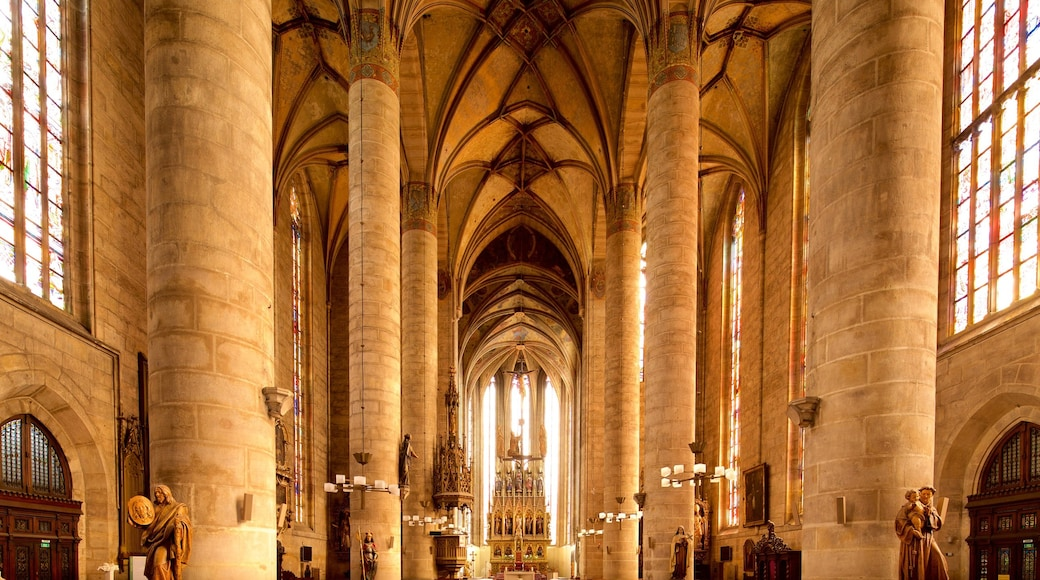 Skt. Bartholomews Katedral som viser kulturarvsgenstande, en kirke eller en katedral og historiske bygningsværker