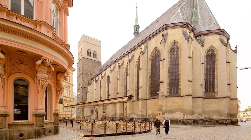 St. Moritz Church toont een stad