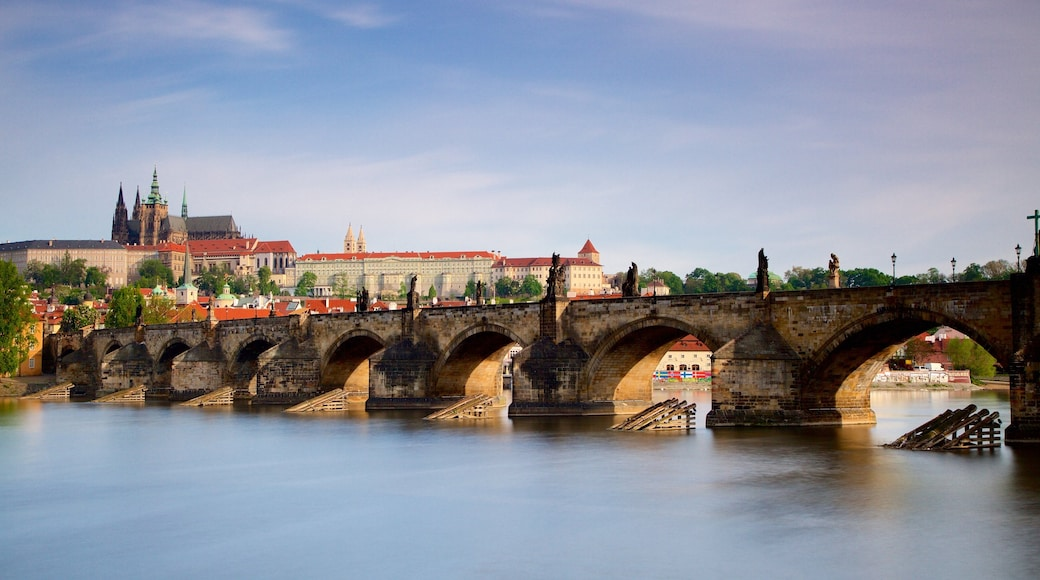 Charles Bridge which includes heritage elements, a city and a bridge