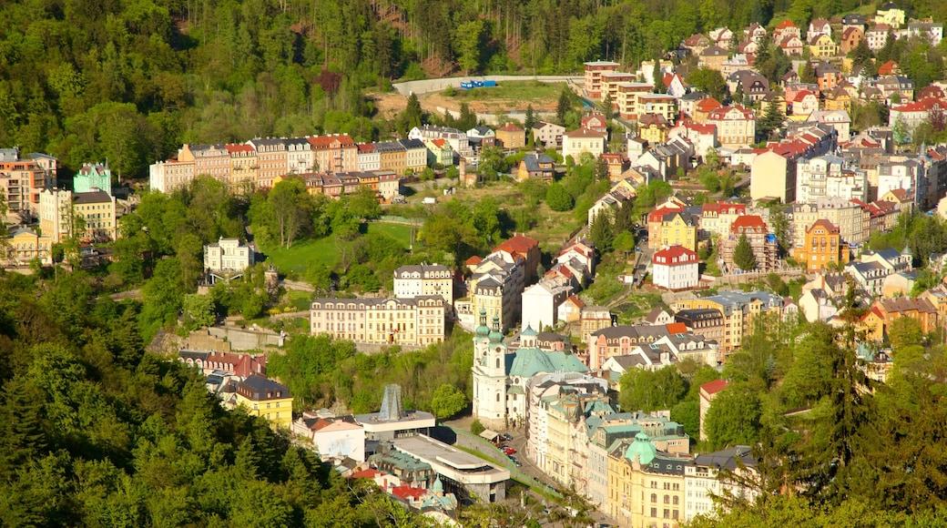 Diana Lookout Tower mit einem Wälder und Stadt