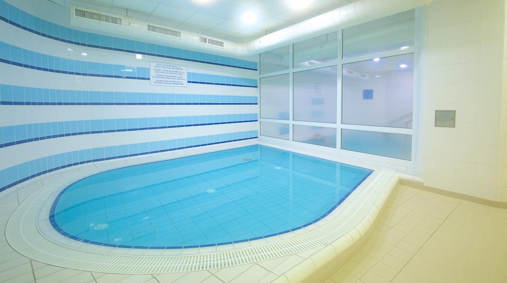Elisabethbad mit einem Innenansichten und Pool