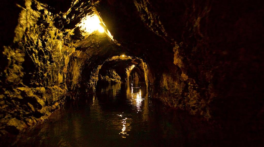 Morávia do Sul que inclui cavernas