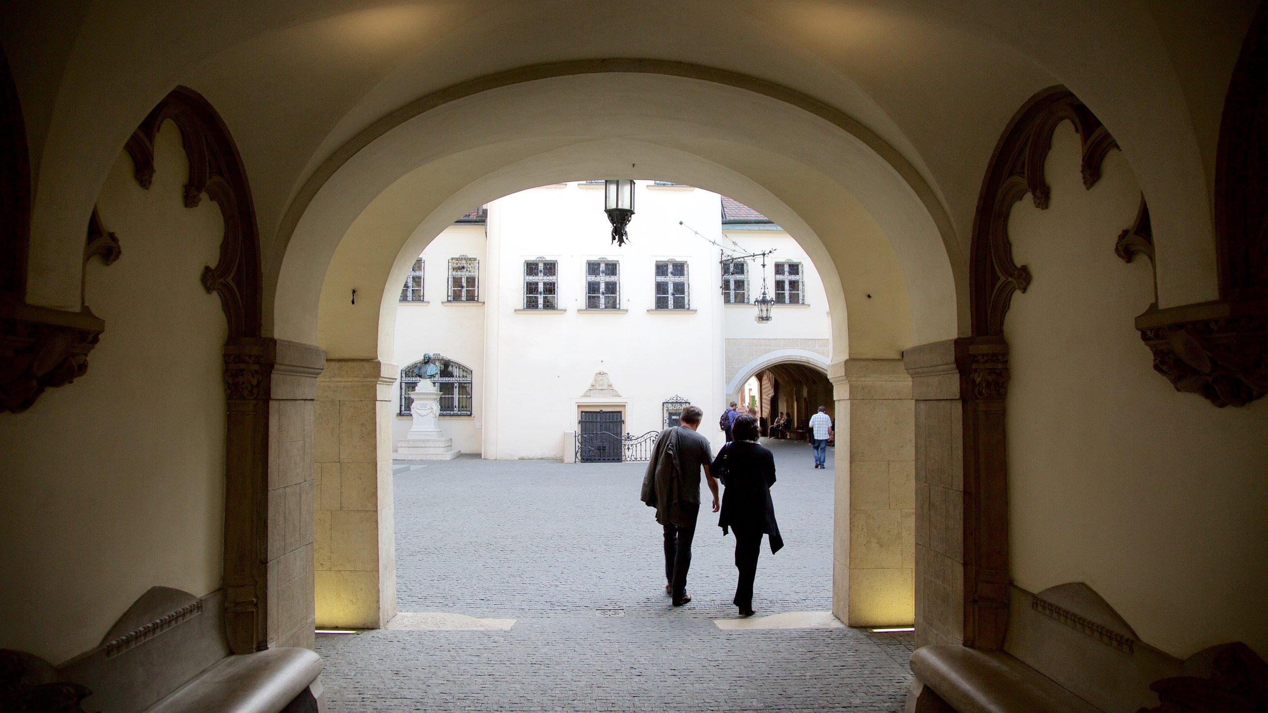 Verken de elf panden van het Stadsmuseum van Bratislava en maak kennis met het Slowaakse erfgoed dat uiteenloopt van wijnmakerij tot klokken en antiek militair geschut.