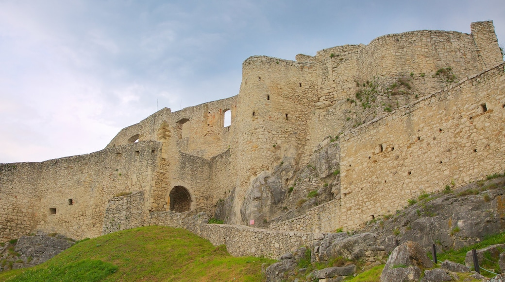 Spissky Castle which includes heritage elements, château or palace and building ruins