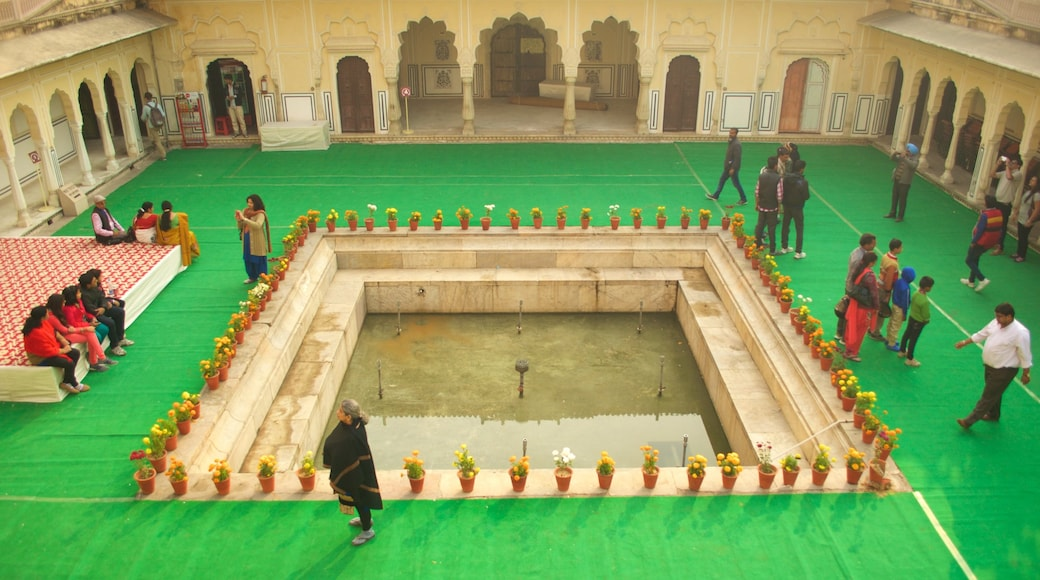 Jaipur showing a fountain and a square or plaza as well as a large group of people