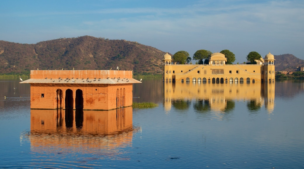 Jal Mahal which includes a lake or waterhole