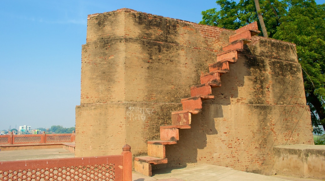 Ram Bagh which includes building ruins