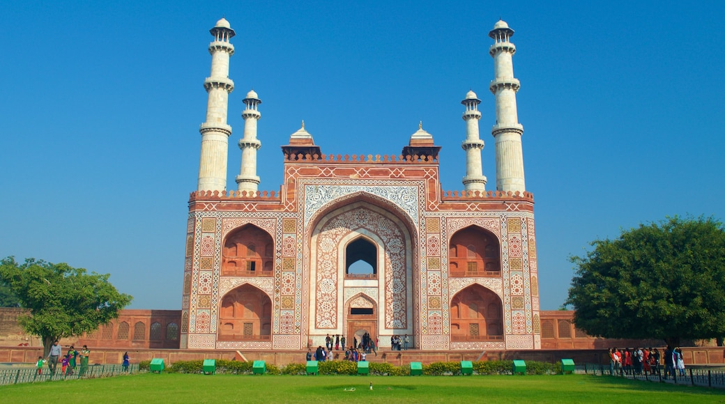 Sikandra showing a mosque