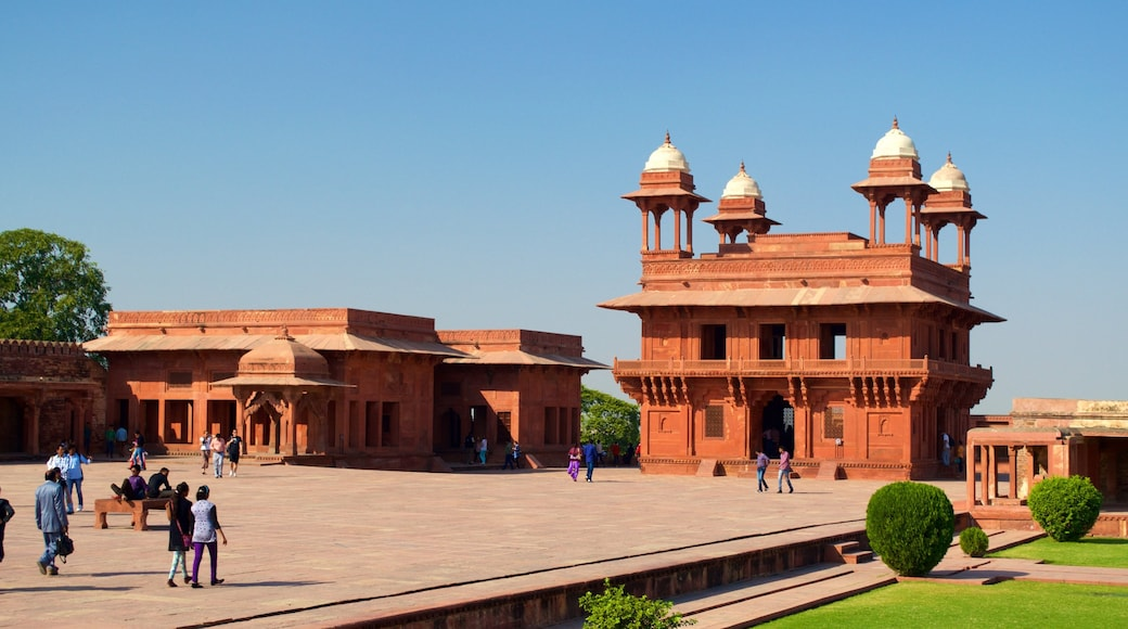 Fatehpur Sikri featuring a temple or place of worship