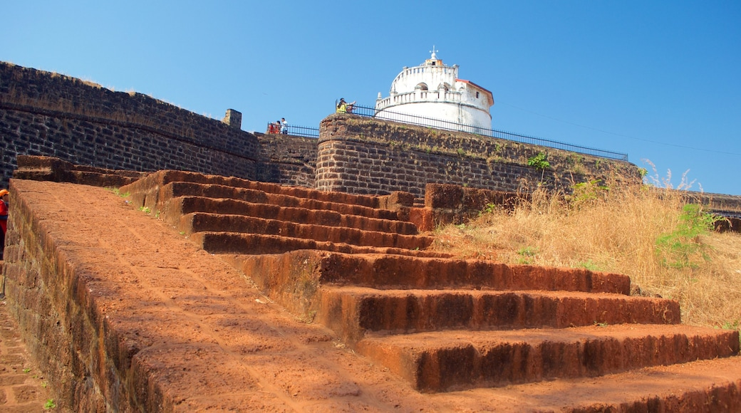Candolim Beach - Fort Aguada which includes chateau or palace