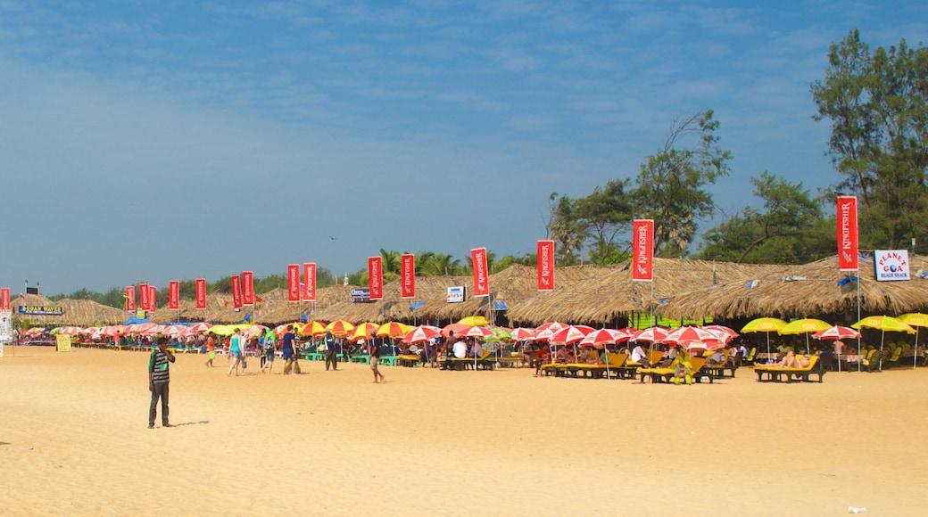 Praia de Calangute que inclui uma praia de areia e um bar na praia