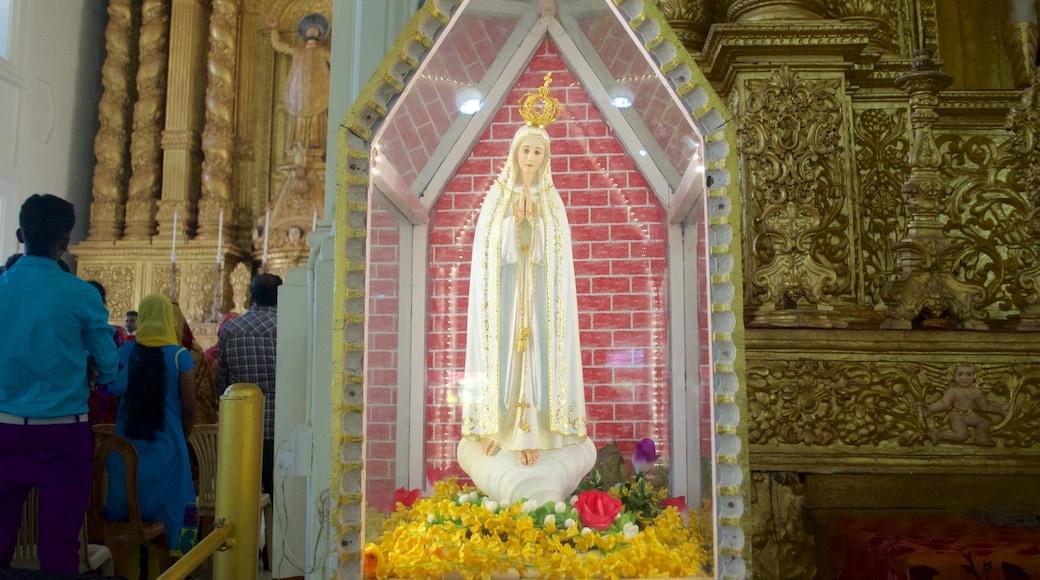 Basílica de Bom Jesus caracterizando elementos religiosos, uma igreja ou catedral e vistas internas