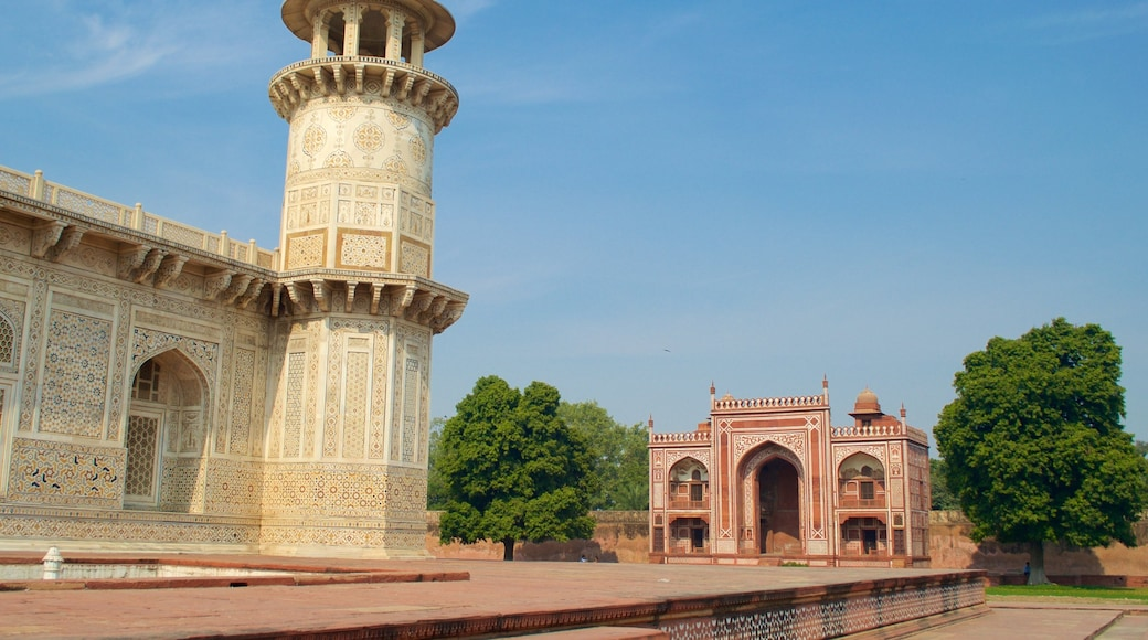Itmad-ud-Daulah\'s Tomb showing heritage elements, a monument and a cemetery