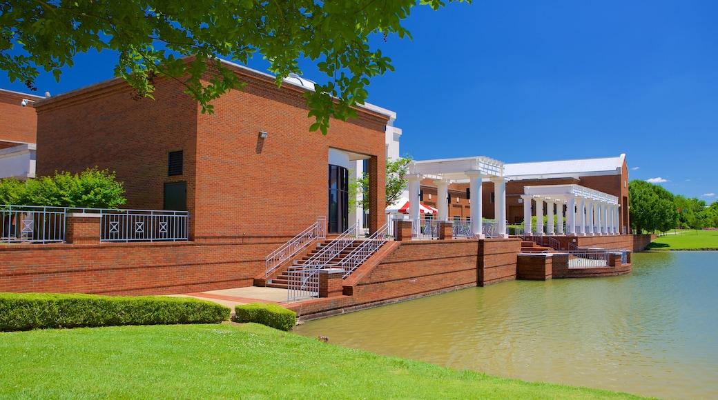Montgomery Museum of Fine Arts ofreciendo un estanque y patrimonio de arquitectura