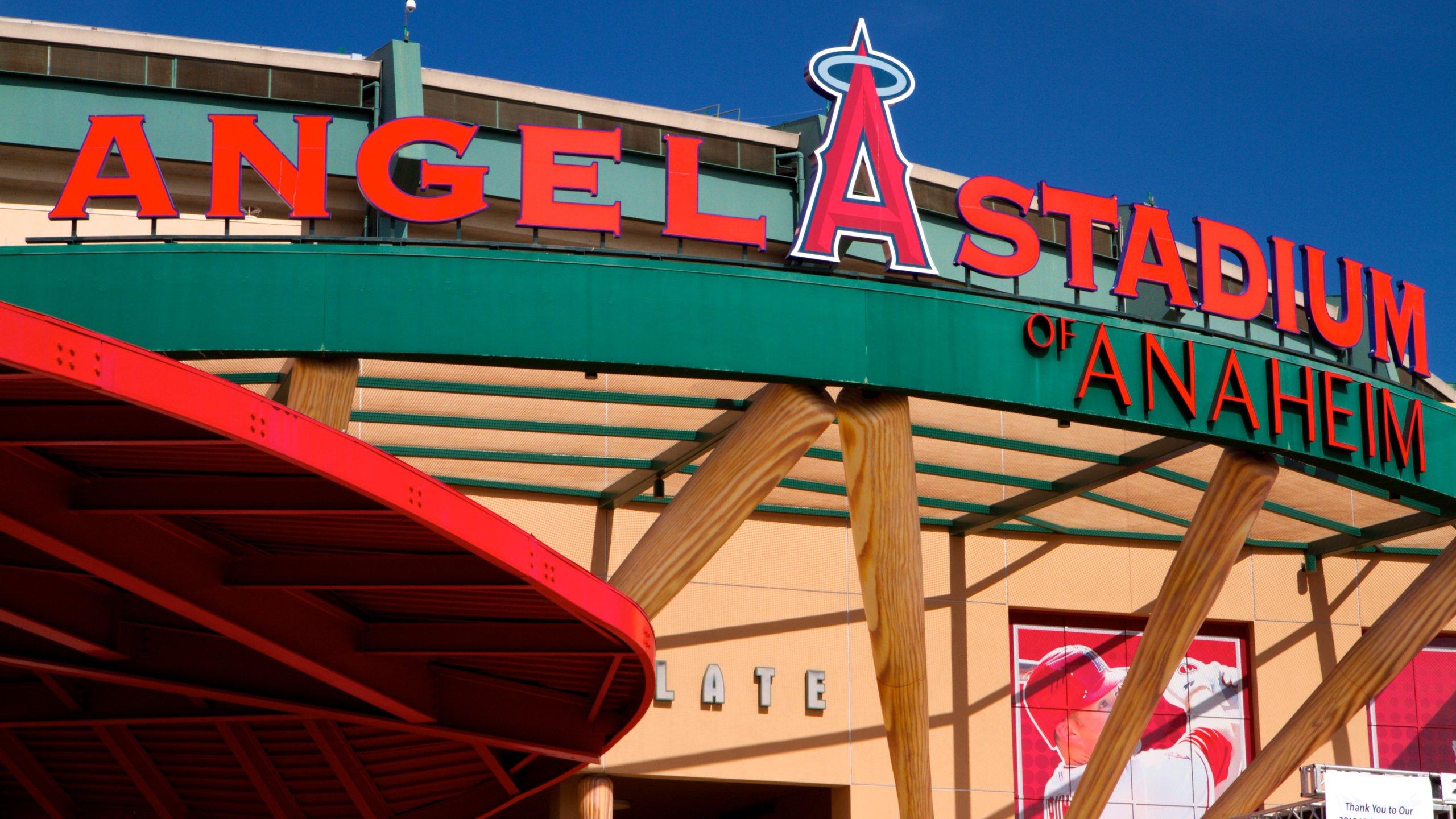 Participe de um evento em Angel Stadium of Anaheim, além de se divertir com outras atividades em Anaheim, como passeios de aventura. Descubra as opções de entretenimento e o parque de diversão nesta área ideal para famílias.