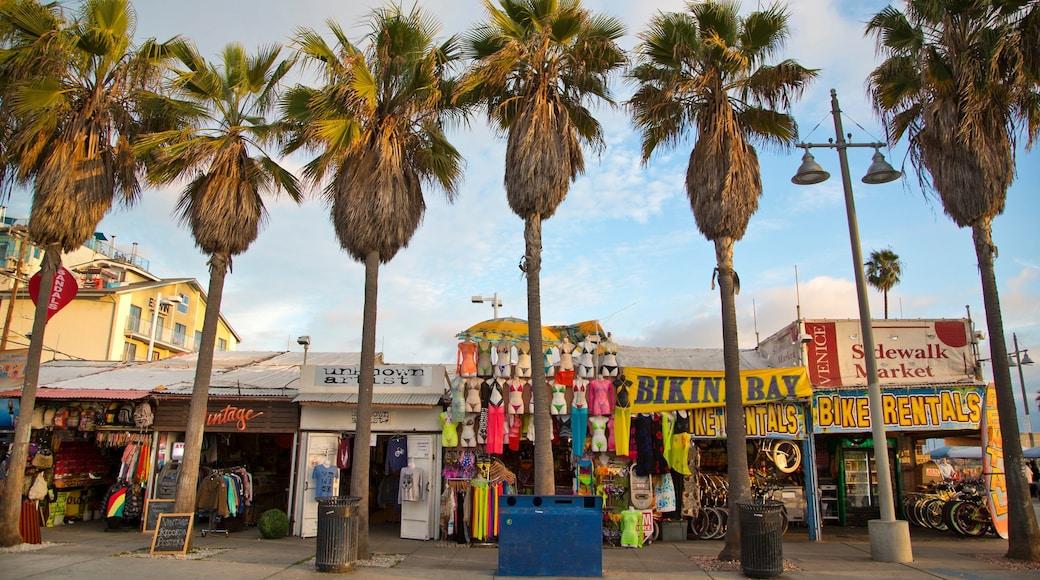 Venice Beach joka esittää markkinat ja ostokset