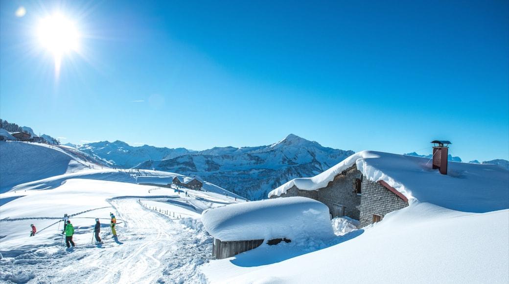 Skigebiet Damüls Mellau Faschina das einen Berge, Schnee und Haus