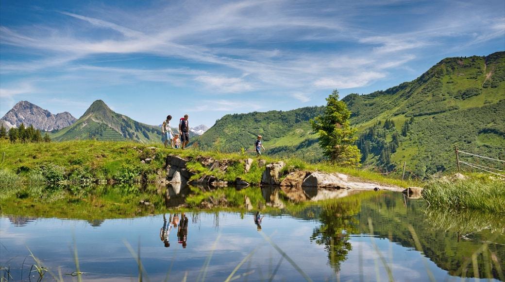 Skigebiet Damüls Mellau Faschina das einen Teich und Berge sowie Familie