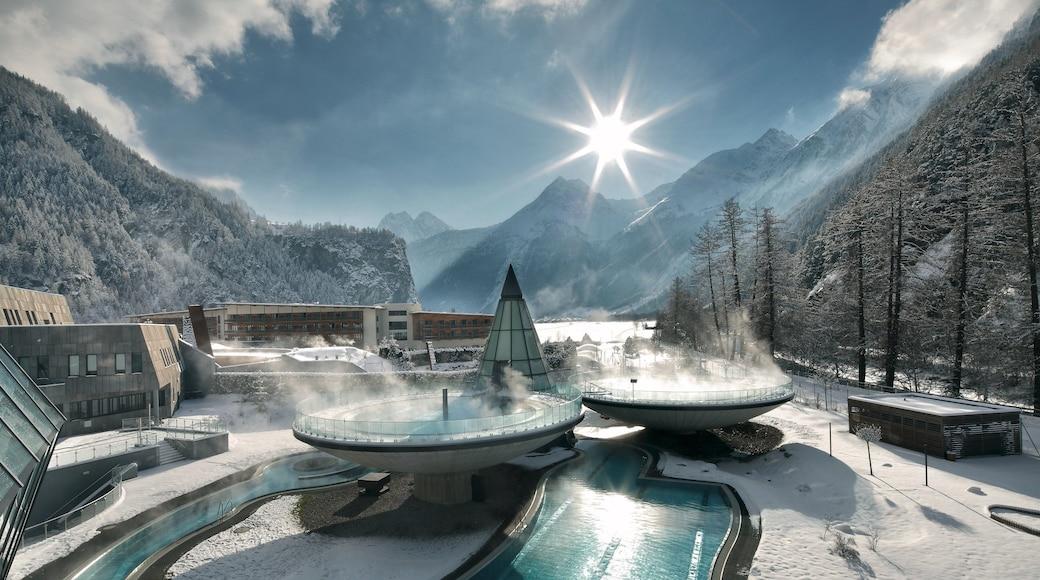 Obergurgl welches beinhaltet heiße Quelle, Schnee und Berge