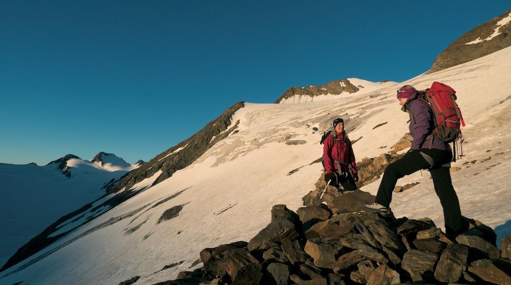 Obergurgl welches beinhaltet Schnee, Wandern oder Spazieren und Berge