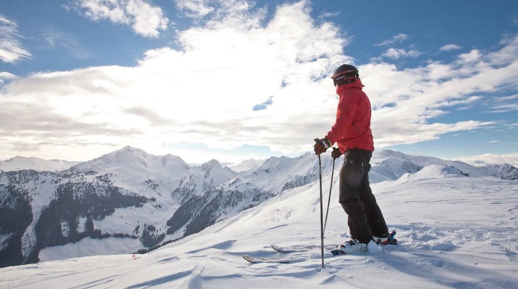 Ski Juwel Alpbachtal Wildschönau mit einem Schnee, Skifahren und Berge