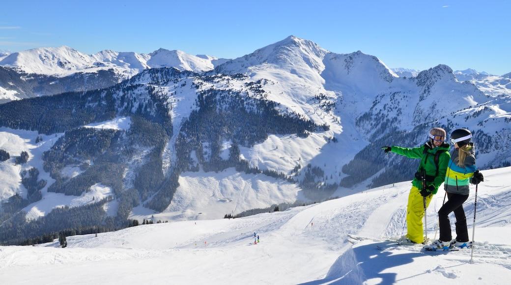 Ski Juwel Alpbachtal Wildschönau welches beinhaltet Skifahren, Berge und Schnee