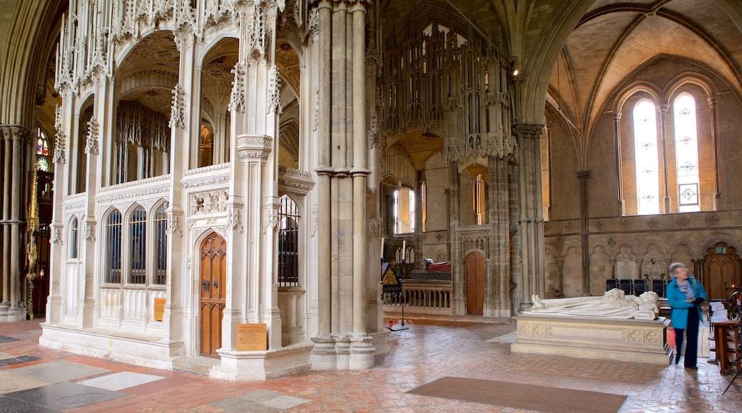 Winchester Cathedral das einen Innenansichten und historische Architektur