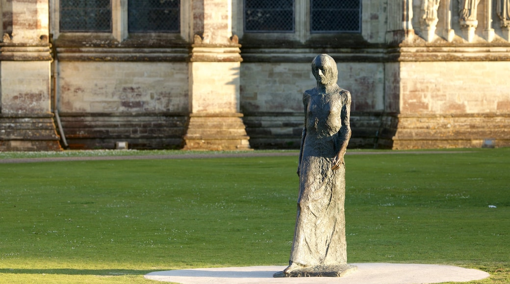 Salisbury Cathedral showing a statue or sculpture