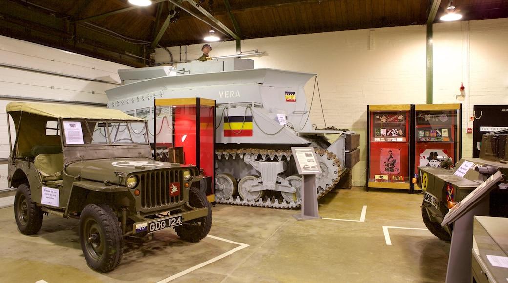 Portsmouth D-Day Museum qui includes vues intérieures, patrimoine historique et articles militaires