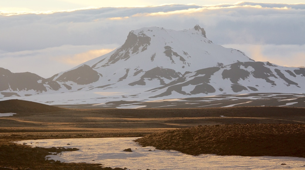 Laugarvatn showing snow and mountains