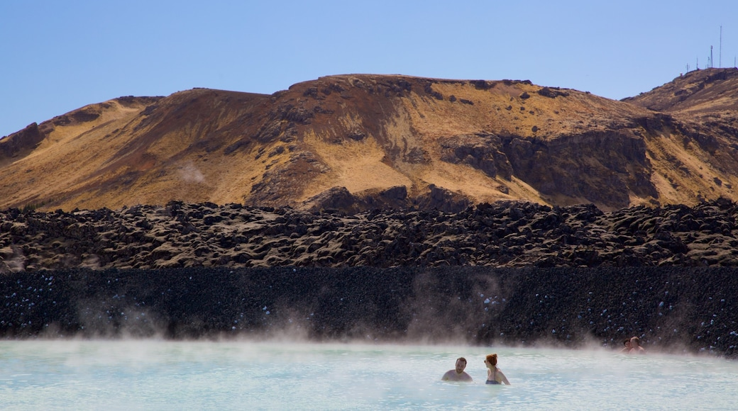 Blue Lagoon showing a hot spring, swimming and mist or fog