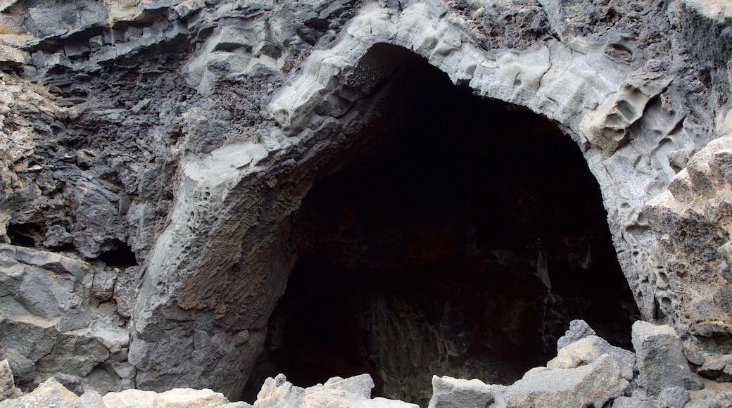 Dimmuborgir presenterar grottor
