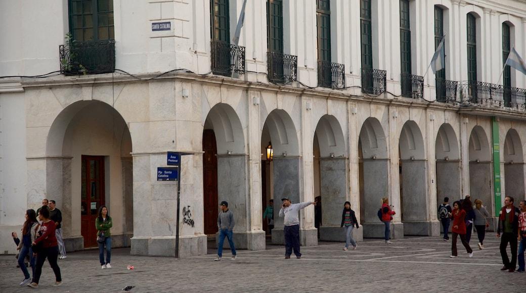 Cabildo featuring a square or plaza