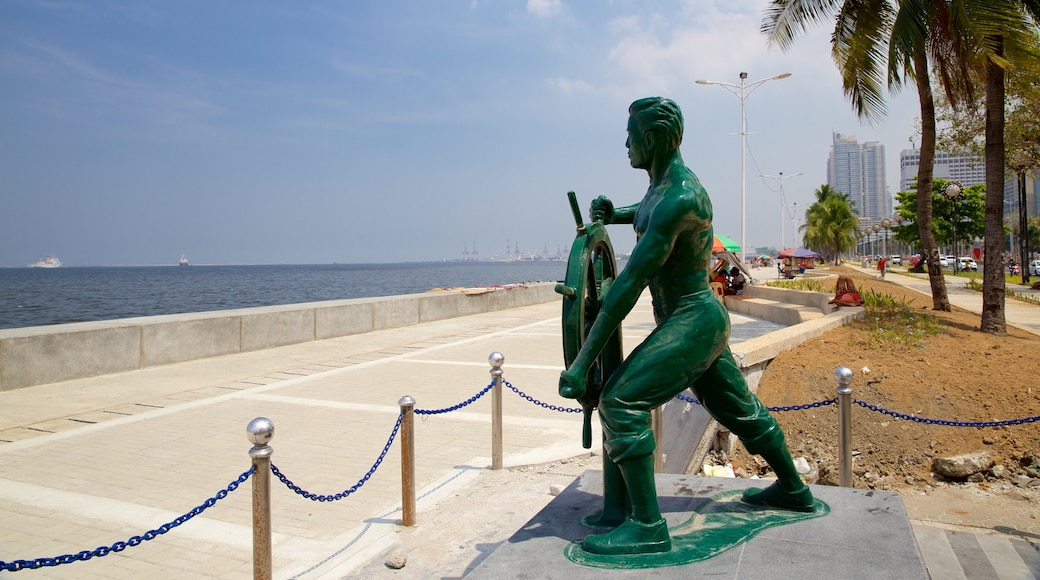 Manila Bay showing a statue or sculpture