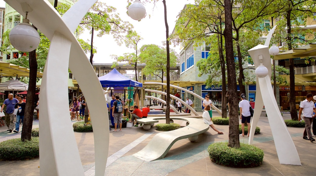 Bonifacio Globe City Fort which includes outdoor art