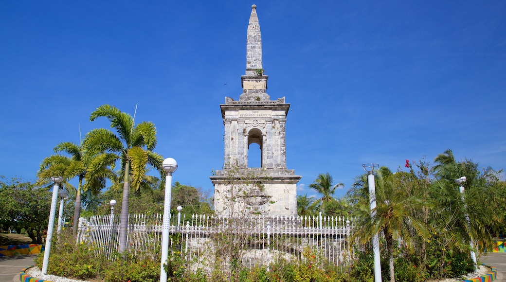Magellan Shrine showing a monument and a park