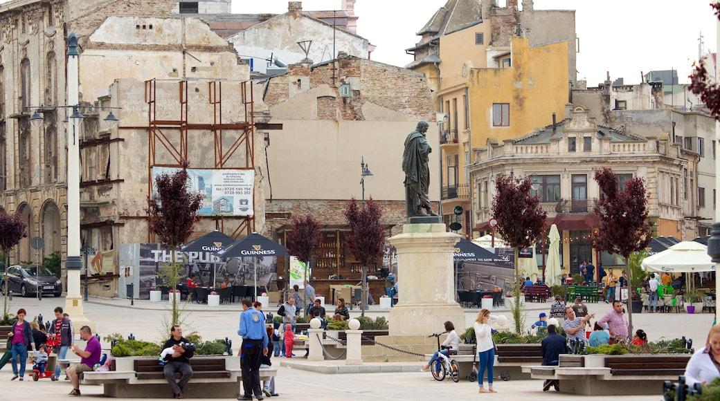 Ovid Square featuring heritage architecture