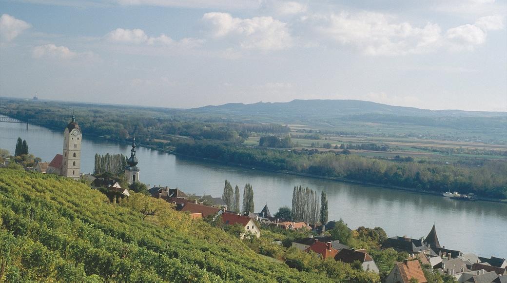 Krems an der Donau bevat een rivier of beek en akkerland