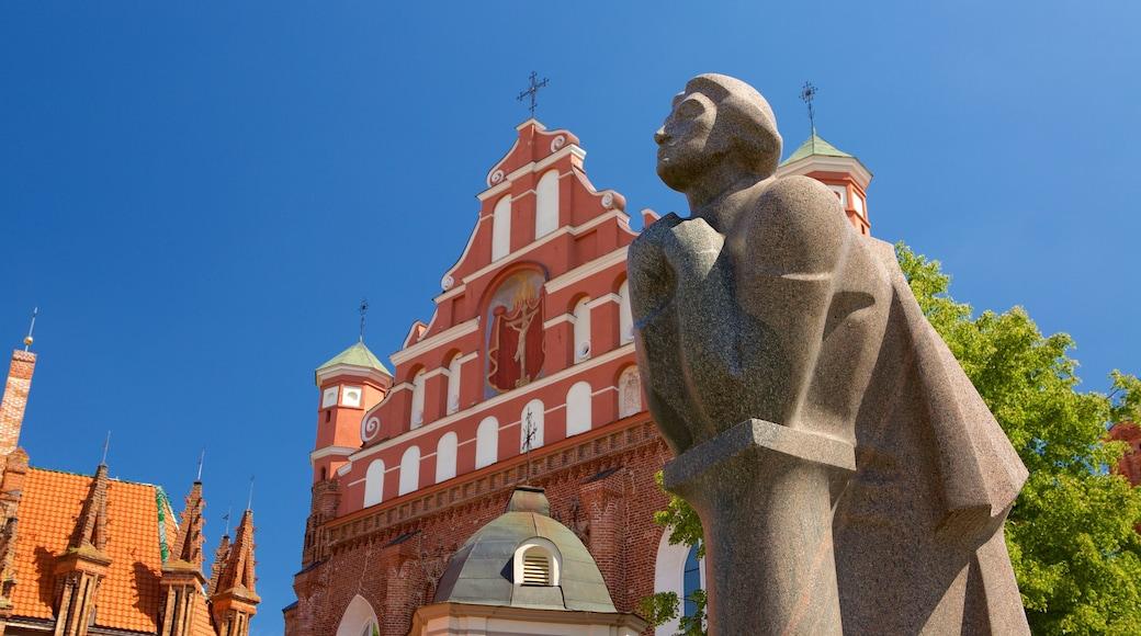 Chiesa di S. Anna che include statua o scultura, chiesa o cattedrale e architettura d\'epoca