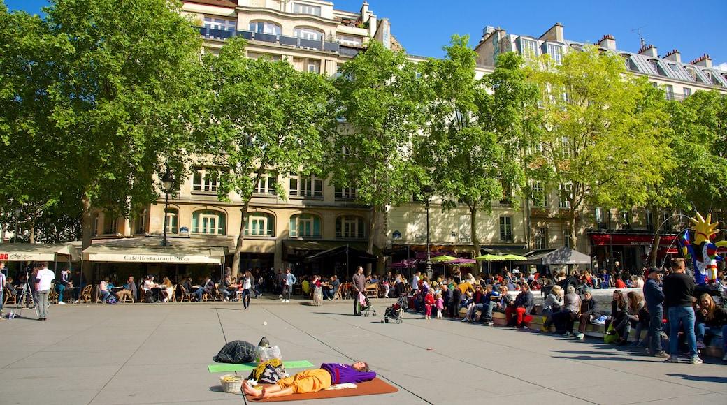 瑪黑區-龐比度-巴黎聖母院 设有 廣場 和 街道景色 以及 一大群人