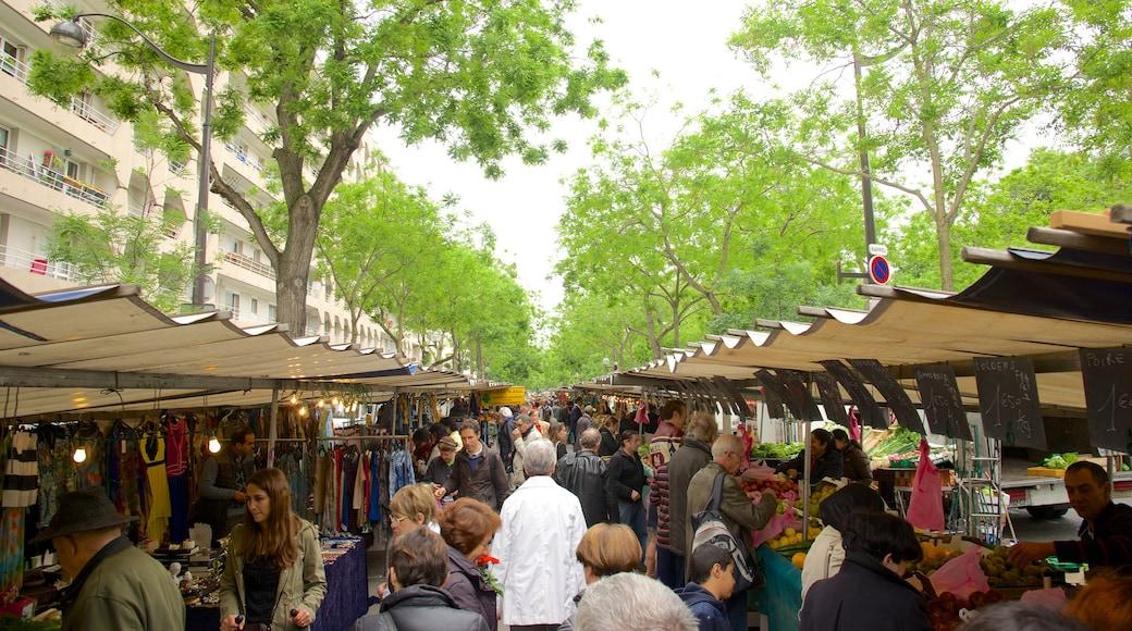 Montparnasse que incluye mercados y también un grupo grande de personas